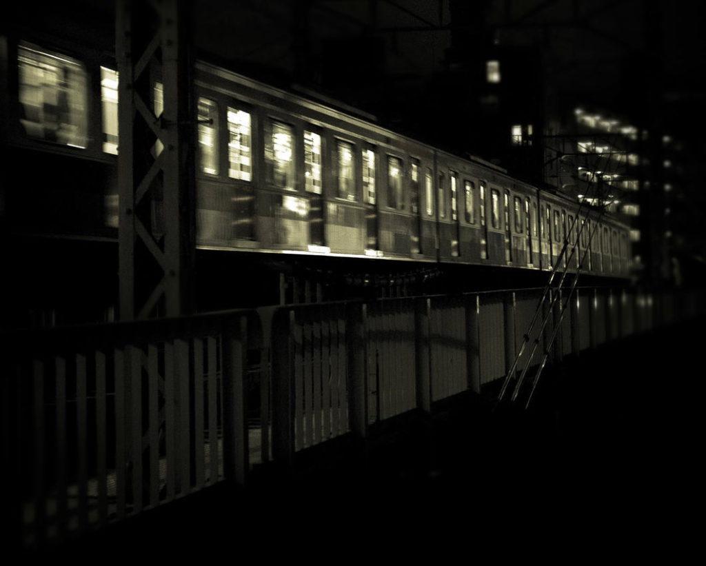 電車で帰宅する浮気相手の自宅を特定